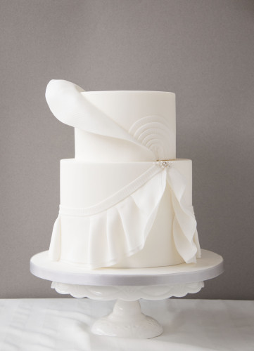 White wedding cake design after an haute couture wedding dress