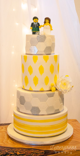 Wedding cake with yellow and grey patterns