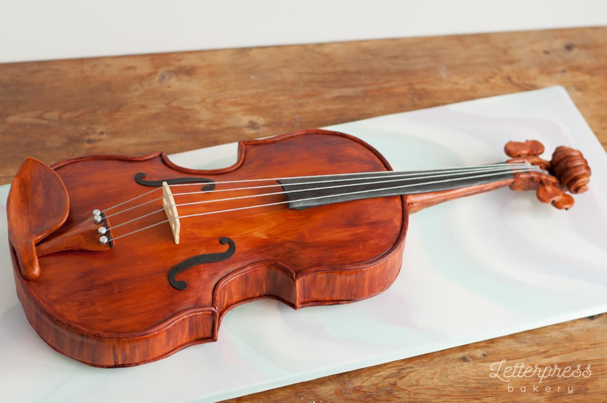 3D carved violin cake